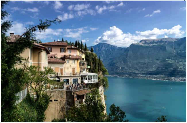 It is worth traveling to Lake Garda because of the scenery